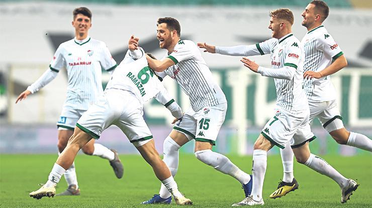 Bursaspor Ankarasporu yendi, yarışa tutundu